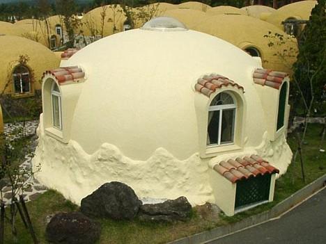 Курортный купольный городок в Японии, о.Кюсю